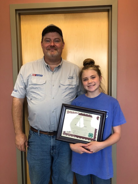 4-H'er holding certificate with local Extension Director